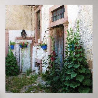 Puertas azules griegas en un jardín - Creta Poster