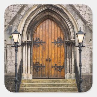 Puertas de madera en la entrada pegatina cuadrada