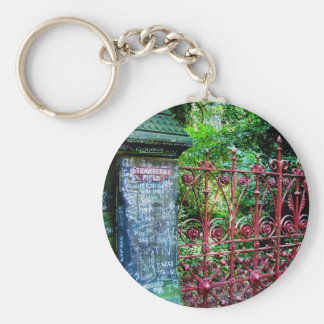 Puertas del campo de la fresa, Liverpool Reino Llavero Redondo Tipo Pin