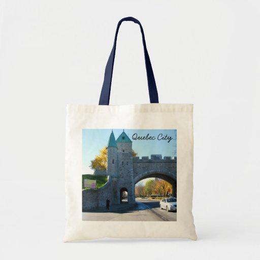 Puertas del castillo de la ciudad de Quebec Canadá Bolsas De Mano