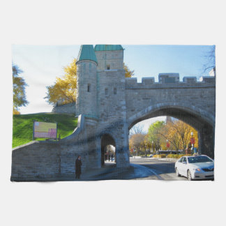 Puertas del castillo de la ciudad de Quebec Canadá Toallas