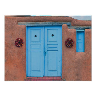 Puertas y guirnaldas azules de Rista Taos Adobe