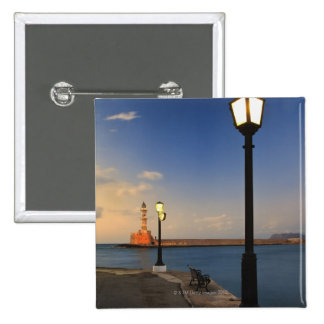 Puerto de Chania y faro veneciano en la puesta del Pin Cuadrado