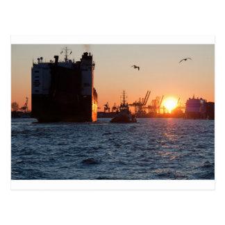 Puerto de Hamburgo de la puesta del sol Postal