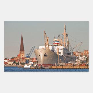 Puerto de la ciudad en Rostock Alemania