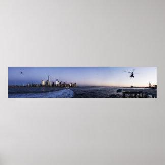 Puerto de Nueva York con el transbordador y los he Poster