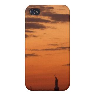 Puerto de Nueva York de la puesta del sol y estatu iPhone 4 Cárcasas