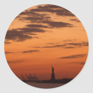 Puerto de Nueva York de la puesta del sol y Pegatina Redonda