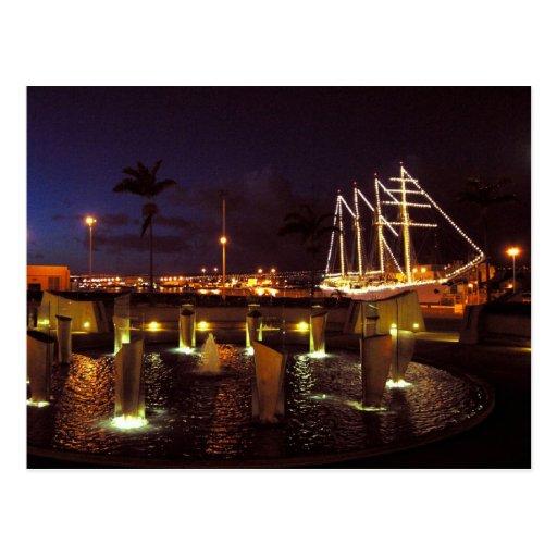 Puerto del velero en la noche tarjetas postales