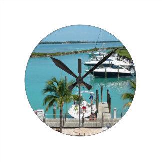 Puerto deportivo de la isleta del halcón reloj redondo mediano