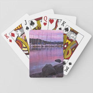 Puerto deportivo del lago en el crepúsculo cartas de juego