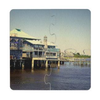 Puerto deportivo dominante del cedro posavasos de puzzle