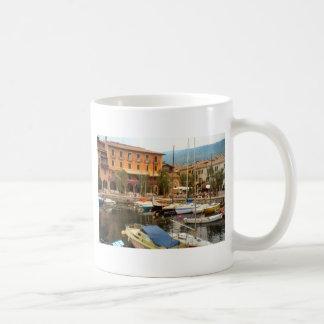 Puerto deportivo en Menaggio, lago Como Tazas De Café