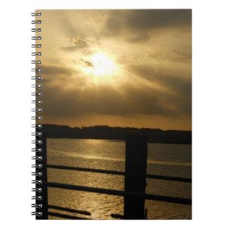 Puerto en la foto de la oscuridad en el cuaderno