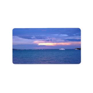 Puerto en la puesta del sol etiquetas de dirección