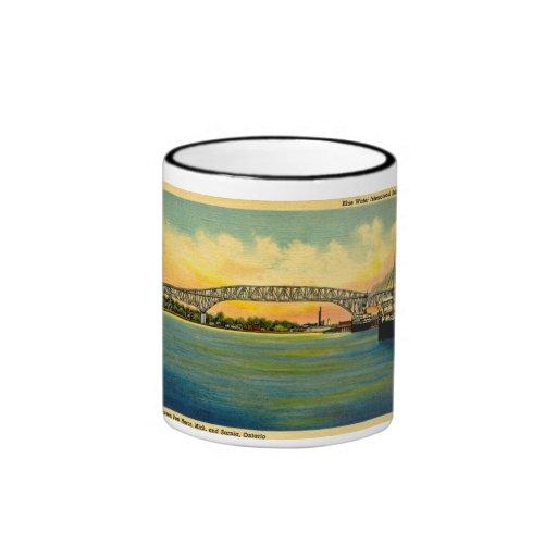 Puerto Huron Michigan del puente de Bluewater Tazas