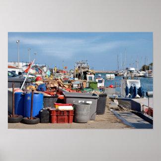 Puerto pesquero de Santo-Cipriano en Francia Póster