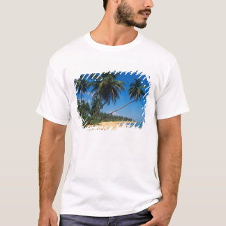 Puerto Rico, Isla Verde, palm trees. T-Shirt