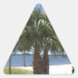 Puerto soleado pegatina triangular