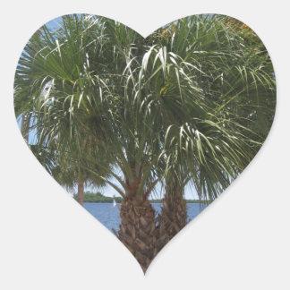 Puerto soleado pegatina en forma de corazón
