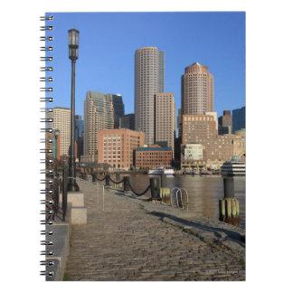 Puerto y horizonte de Boston.  Boston es una de Libreta