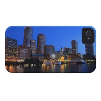 Puerto y horizonte de Boston.  Boston es uno de Funda Para iPhone 4 De Case-Mate
