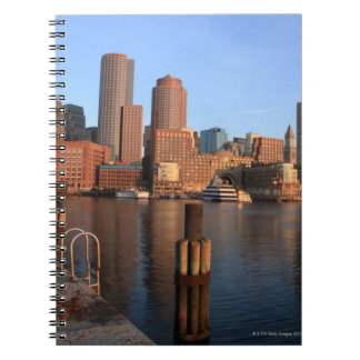 Puerto y horizonte de Boston.  Boston es uno de lo Note Book