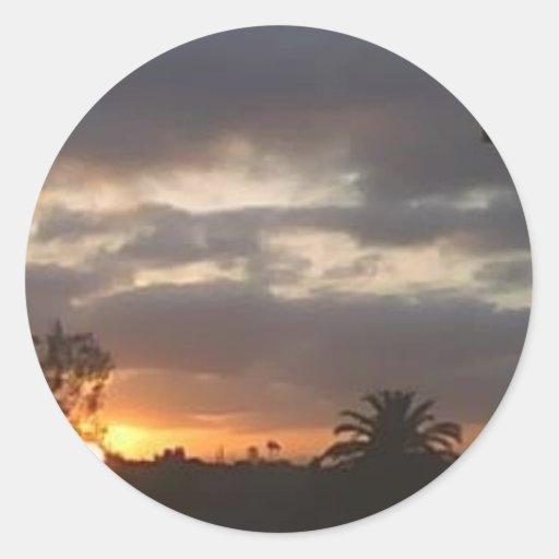 puesta del sol 4 pegatina redonda