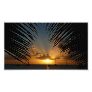 Puesta del sol a través de la impresión de la foto