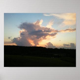 Puesta del sol a través de las nubes fuera de los  impresiones