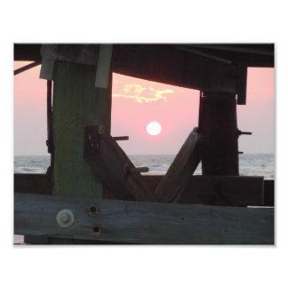 Puesta del sol a través del embarcadero - isla del arte fotografico