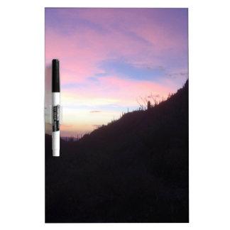 Puesta del sol al sudoeste de la montaña pizarras blancas de calidad