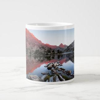Puesta del sol Alpenglow del lago evolution - rast Tazas Extra Grande