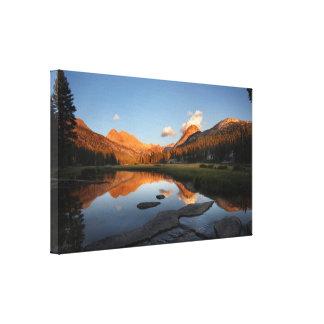 Puesta del sol Alpenglow del prado de McClure - Lona Envuelta Para Galerías