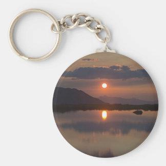 Puesta del sol alpina del lago llavero personalizado