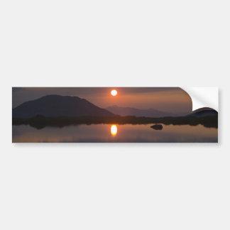 Puesta del sol alpina del lago pegatina para auto