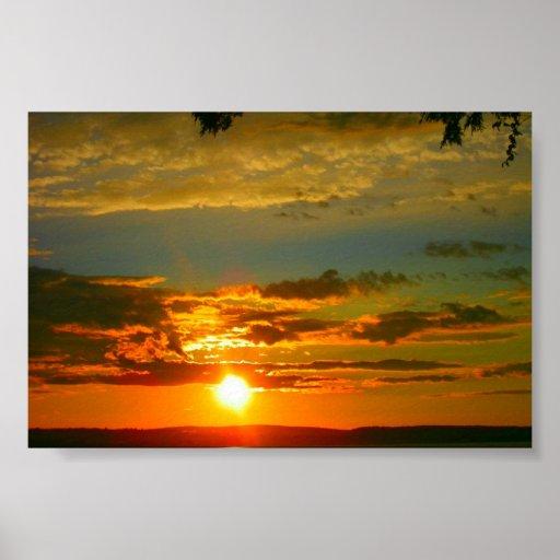 Puesta del sol amarilla brillante posters