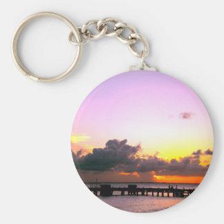 puesta del sol anaranjada del oro púrpura llavero redondo tipo pin