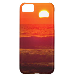 Puesta del sol anaranjada en la playa de Horsfall,
