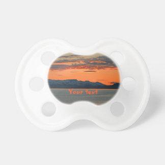 Puesta del sol anaranjada vibrante de Alaska Chupetes Para Bebés