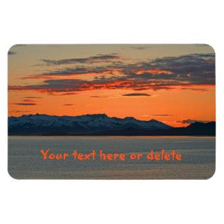 Puesta del sol anaranjada vibrante de Alaska Iman