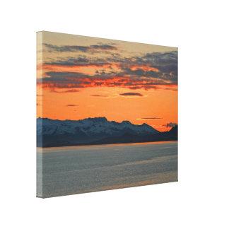 Puesta del sol anaranjada vibrante de Alaska Lienzo Envuelto Para Galerías