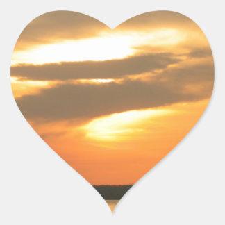 Puesta del sol ardiente calcomanías corazones personalizadas