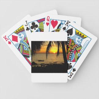 Puesta del sol asombrosa en la playa cartas de juego