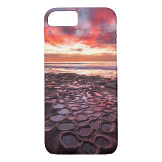 Puesta del sol asombrosa en las piscinas de la funda iPhone 7