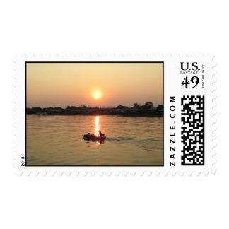 Puesta del sol… Ayutthaya, Tailandia del río Chao Estampillas