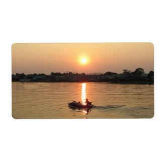 Puesta del sol… Ayutthaya, Tailandia del río Chao  Etiqueta De Envío