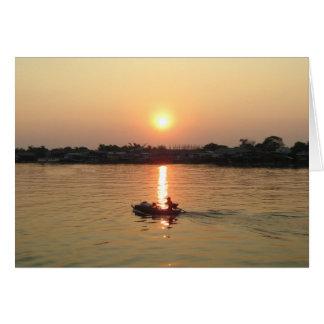 Puesta del sol… Ayutthaya, Tailandia del río Chao  Tarjeta