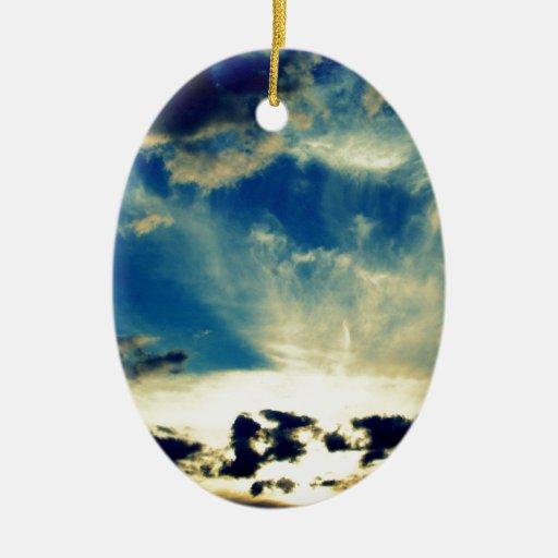 Puesta del sol azul adorno navideño ovalado de cerámica