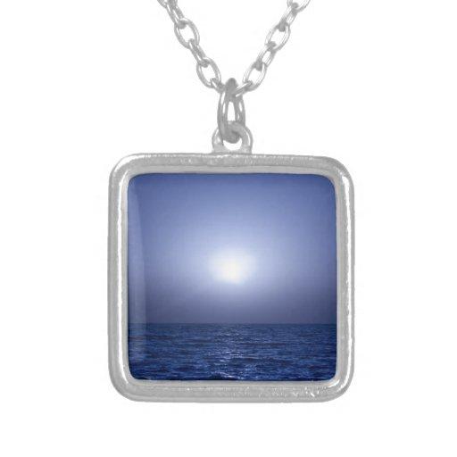 Puesta del sol azul colgante cuadrado